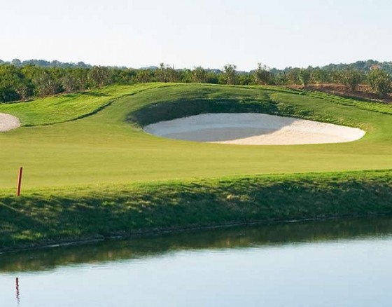 <p>Christy OConnor Jnr golf course, opened in 2008 located at Amodoeira4km inland from Armaçao de Pera. A slightly hilly coursetherefore a buggy is recommended.The Amondeira OConnor is a very long golf course with wide fairways and large fast greens with lots of bunkers. The first hole describes this course, very open and with big greens. This coursewould suit players with a medium or medium low handicap and is a fairly friendly coursefor ladies enabling them to enjoy a shorter distance with 697m between the red and yellow tees. A nice Track with lovely views of the countryside.</p>